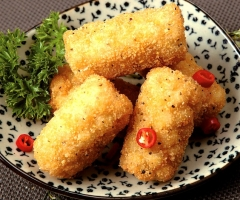 CRUMBED SQUID CHUNK WITH BLACK PEPPER FLAVOUR